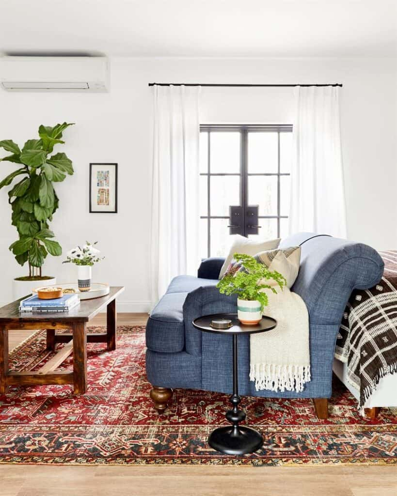 A small and bright guest room sitting area