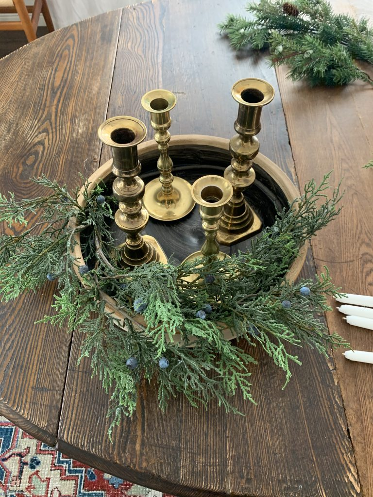 Assembling the Advent wreath in the tray