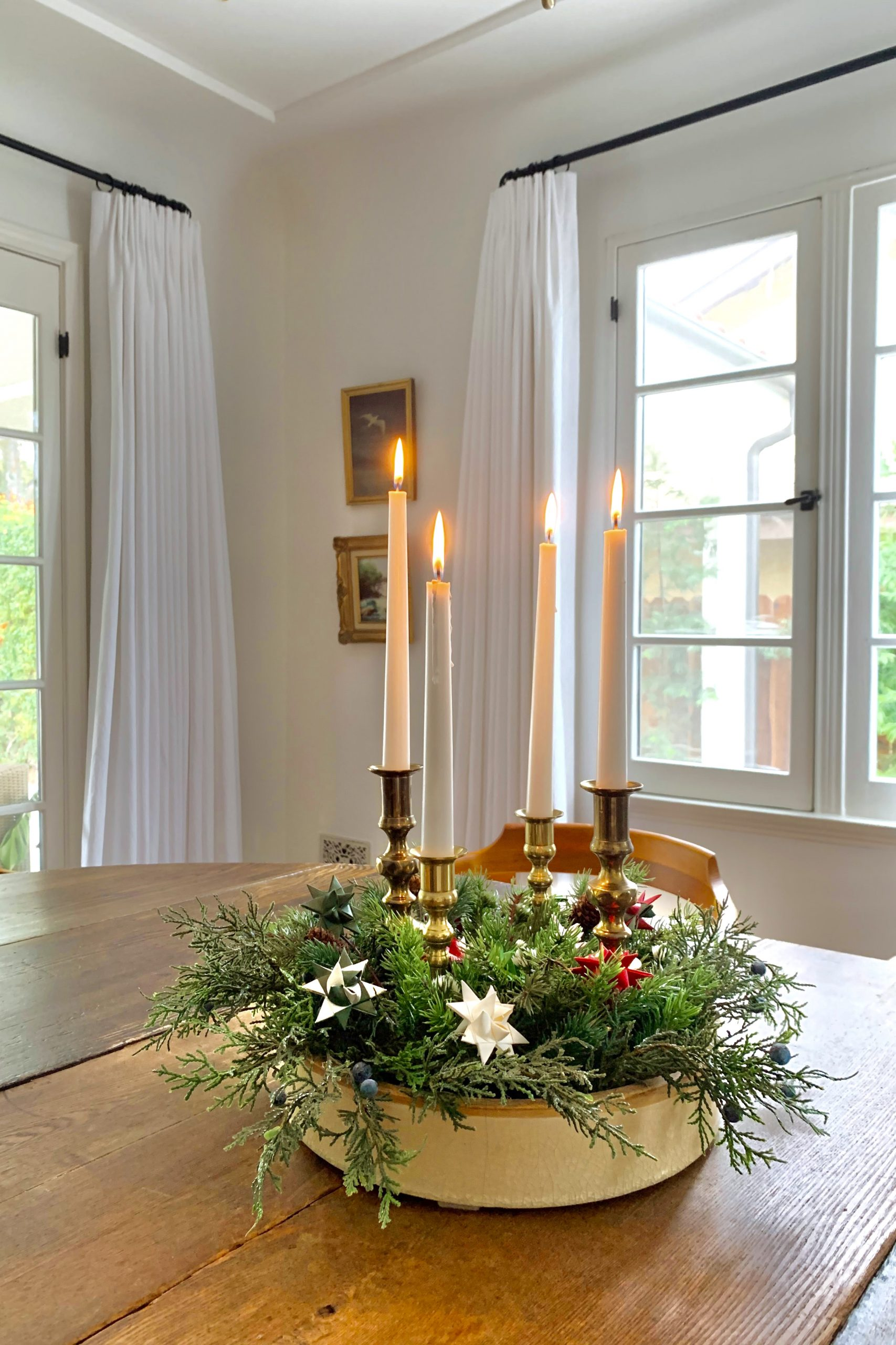 decorating with a candlelit advent wreath